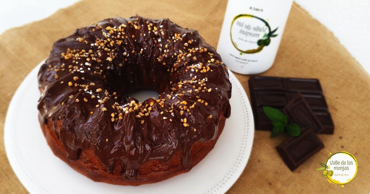 Aprende a preparar un bizcocho de chocolate con aceirte de oliva; ideal para cualquier momento del día y del año. ¡Date el capricho!